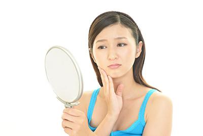 ボコボコ目立つ顎ニキビの原因とケア方法